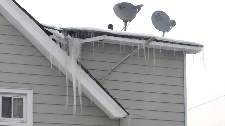 Snow accumulation on the roofs, wood's problems reason
